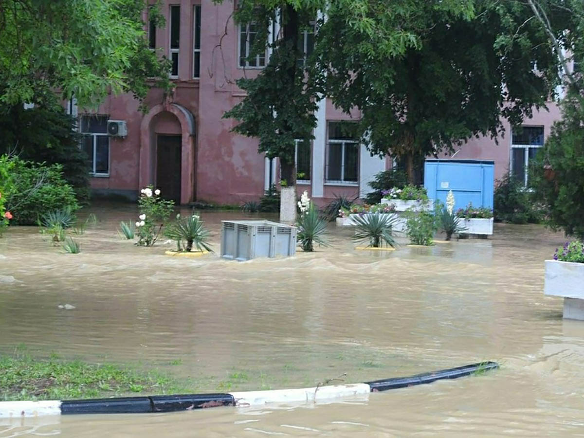 Уборка после затопления в Керчи