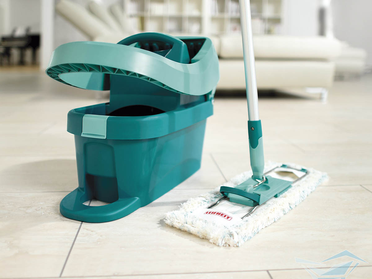 Как мыть полы шваброй и вручную быстро и без разводов: правила чистки разных материалов